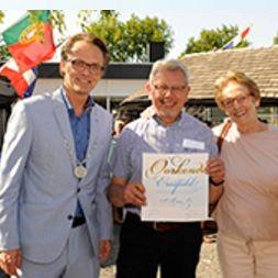 Ton van Es ontvangt Erespeld der Gemeente
