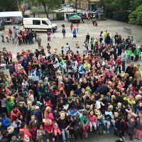 Honderden kinderen ruimen Overschie op