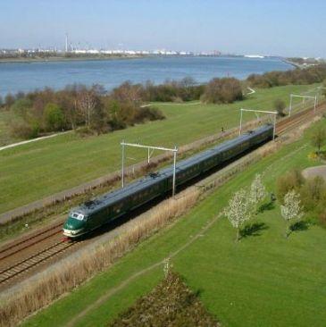 Asbest vertraagt ombouw Hoekse Lijn - meer spitsbussen