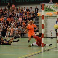 Wedstrijd om titel vrouwenzaalvoetbal in Schiedam