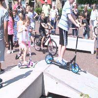 Kinderen realiseren skatebaan op Wilhelminaplein