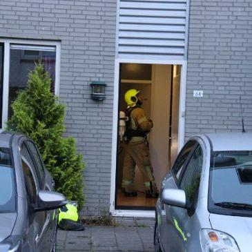 Tieners ruiken brandlucht bij meterkast