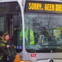 Stadsbus rijdt voetganger aan