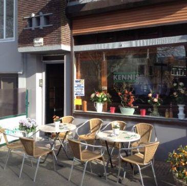 Café Kennis haalt kennis in huis