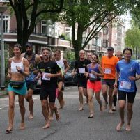 Schiedammer loopt marathon - op blote voeten