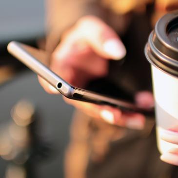 Stedelijk leerlingen gooien mobiel weg voor 'het echte leven'