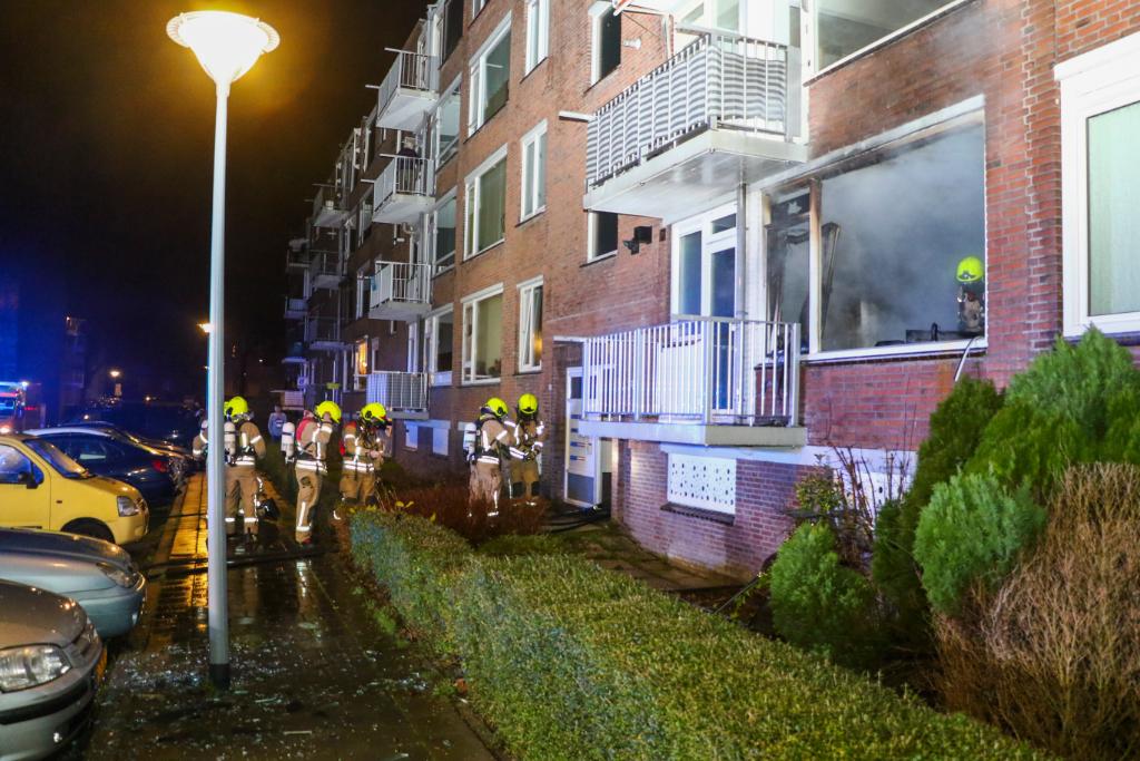 Mensen springen uit het raam bij woningbrand