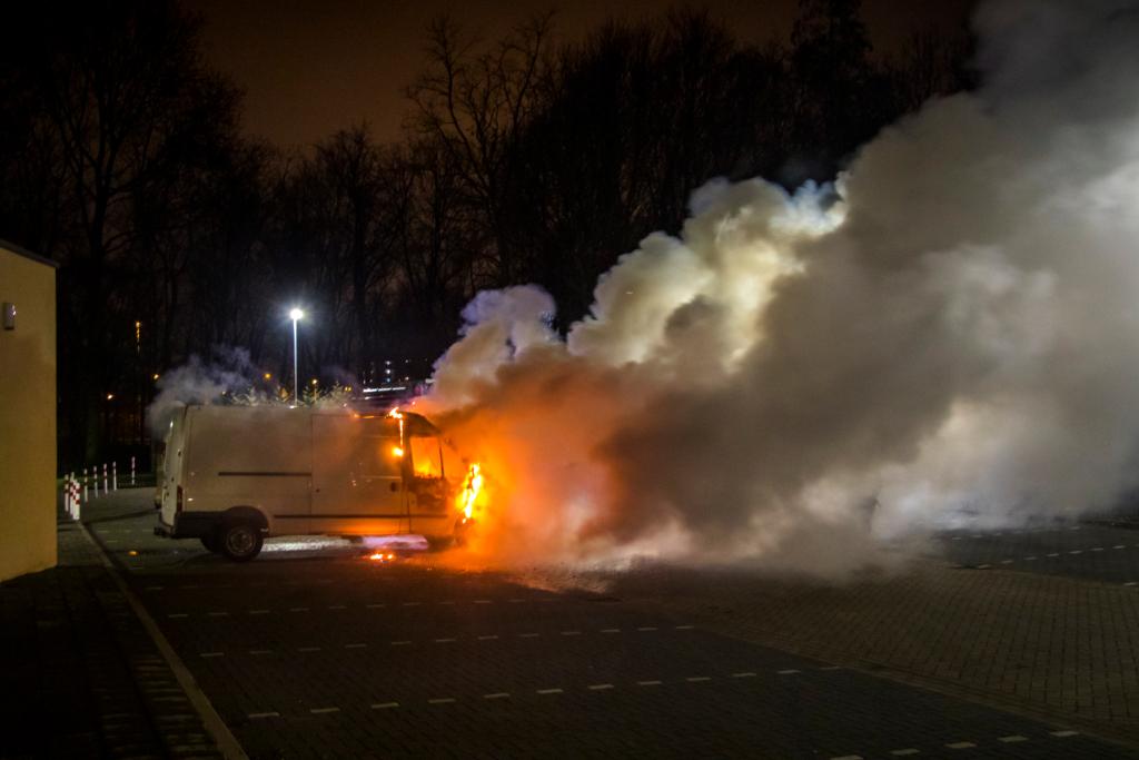 Weer auto verwoest door brand