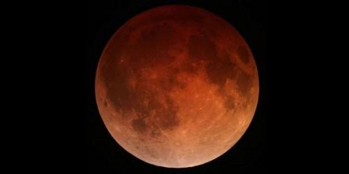 Vrijdag maansverduistering met bloedrode maan