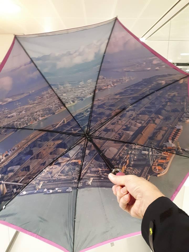 Politie zoekt behulpzame eigenaar paraplu