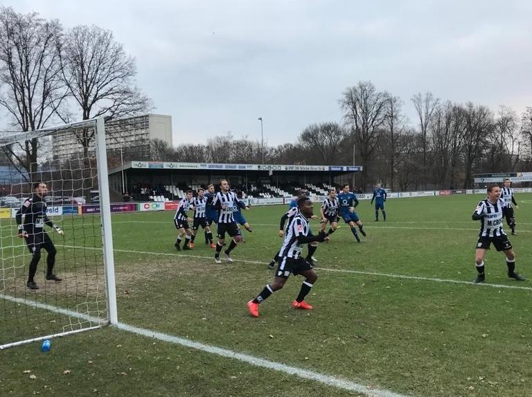 Zwaluwen pakt punt in slotfase tegen Feyenoord