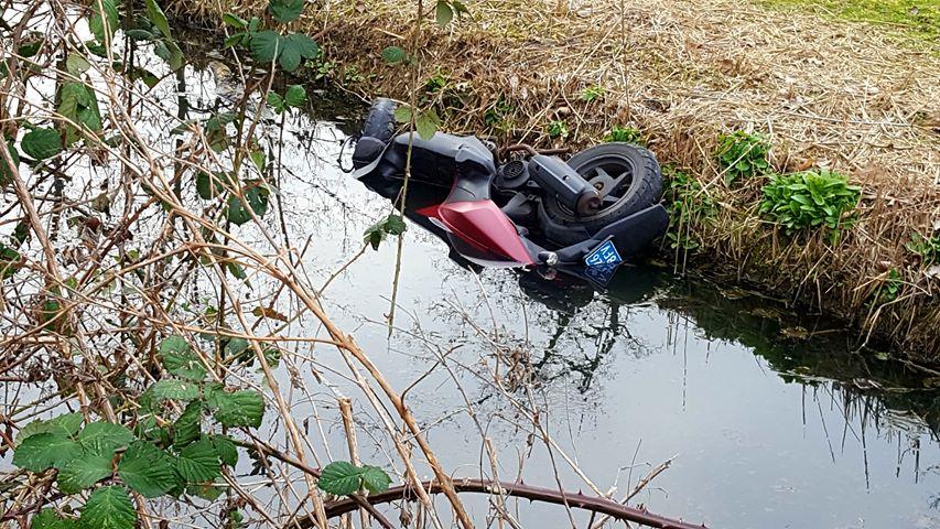 Gestolen scooter in sloot gevonden