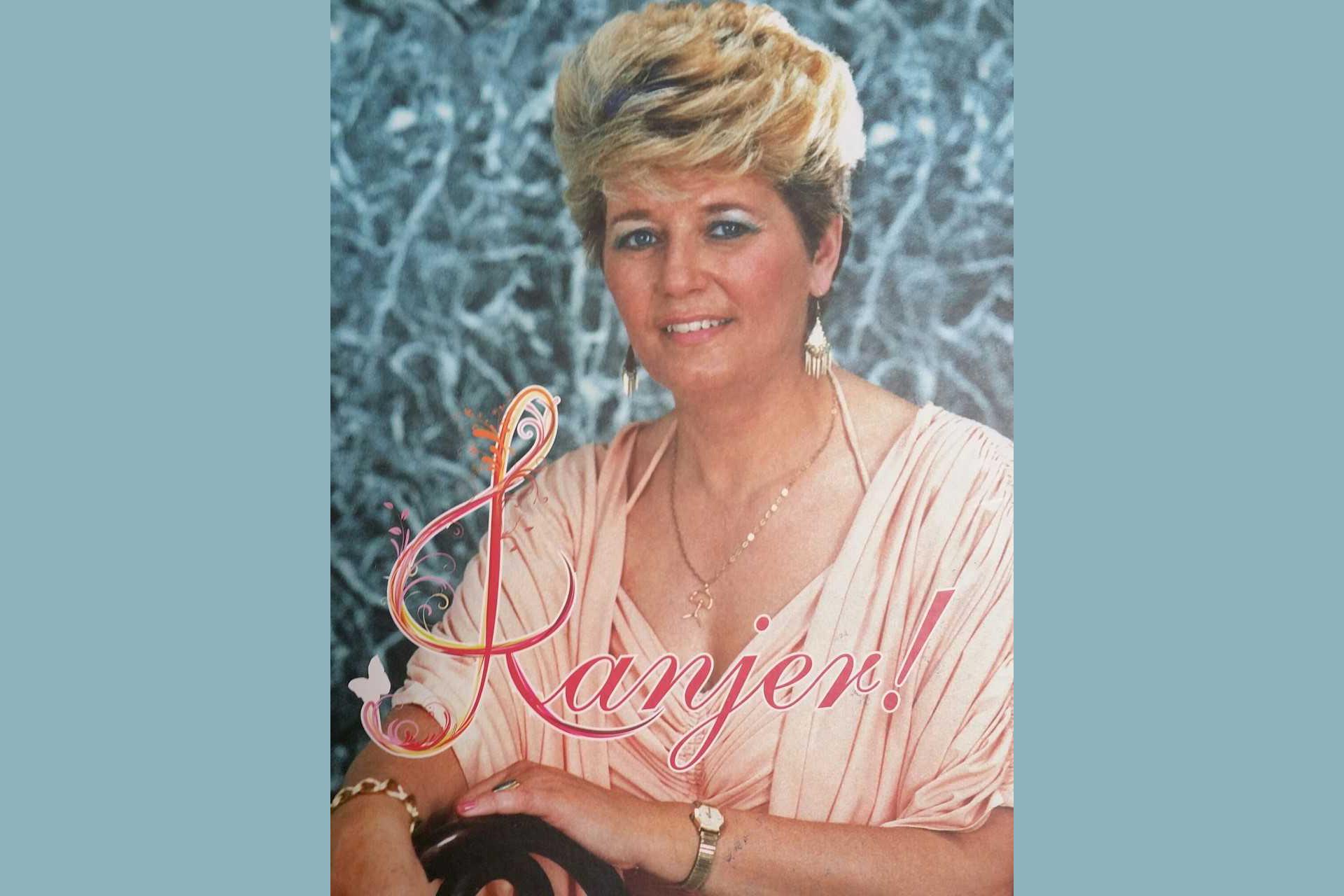 Rita Young signeert bij Plantage Pontier