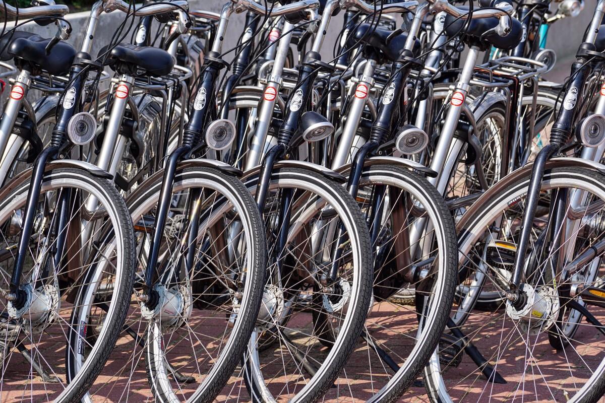 Geen bewaakte fietsenstalling op De Loper