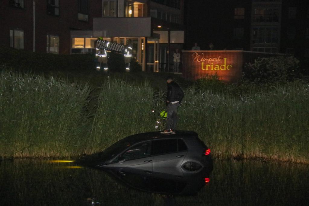 Auto schiet water in bij Drevenpark