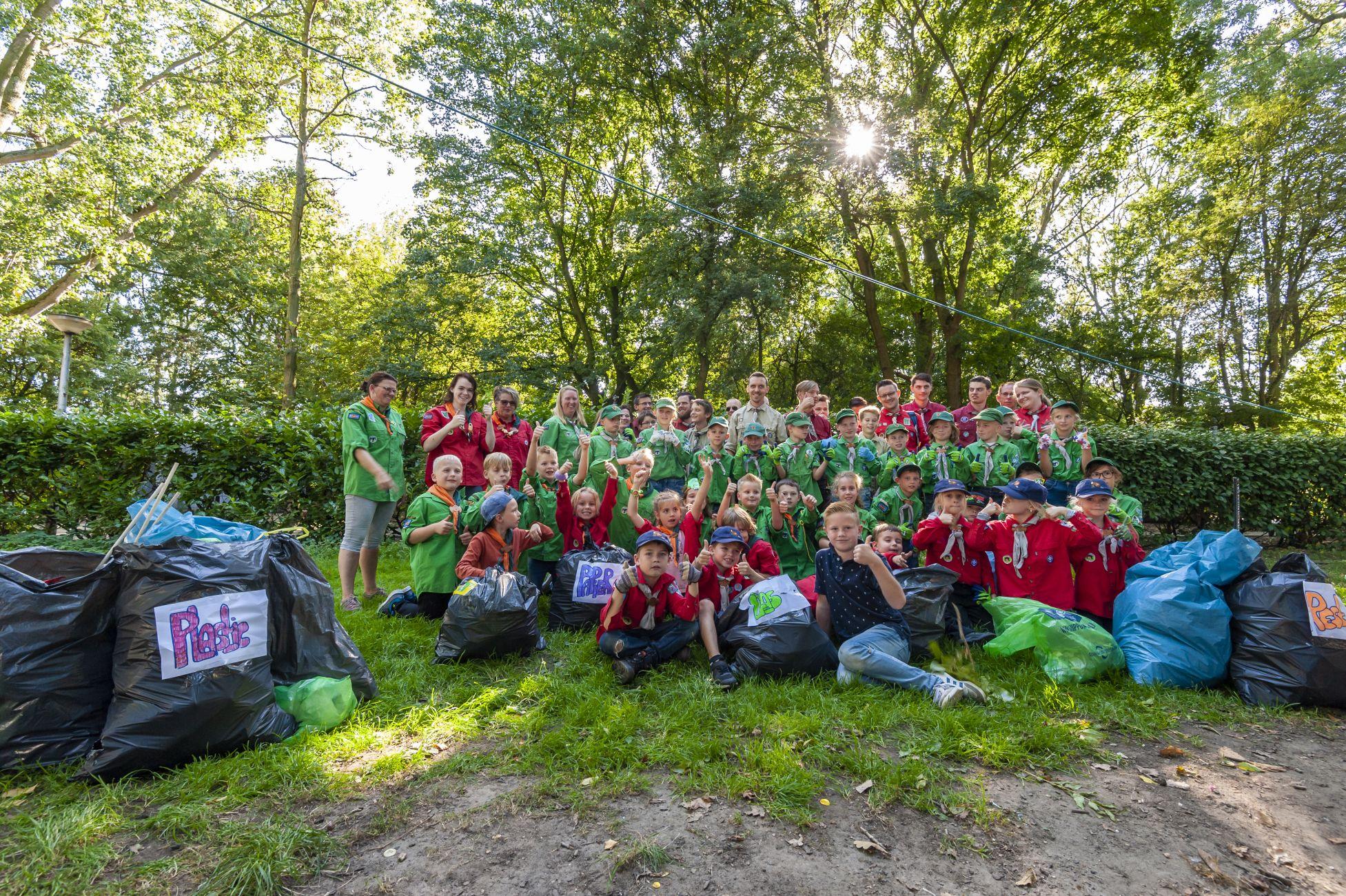 Scouts pakken aan en maken schoon!