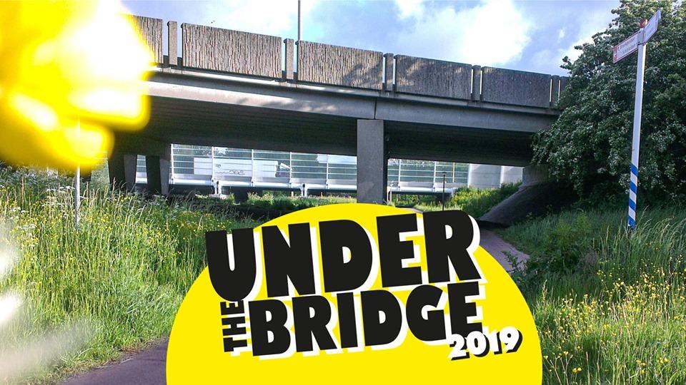 Woodstock onder het viaduct in Ambacht