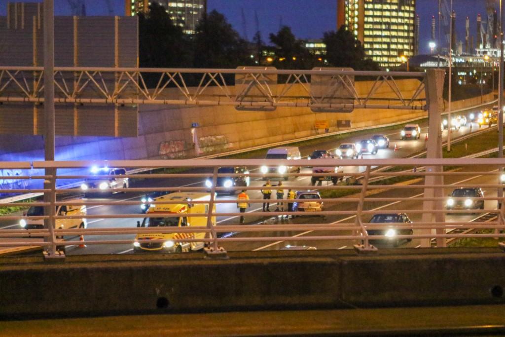 Achterstevoren op de snelweg na aanrijding A4
