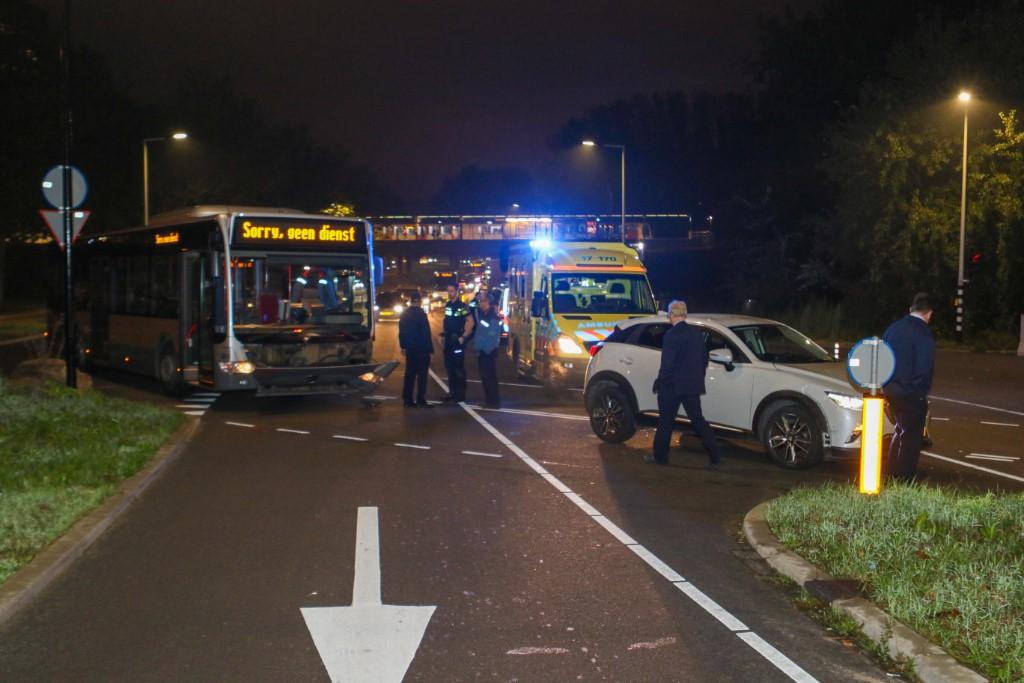 Auto botst op RET-bus