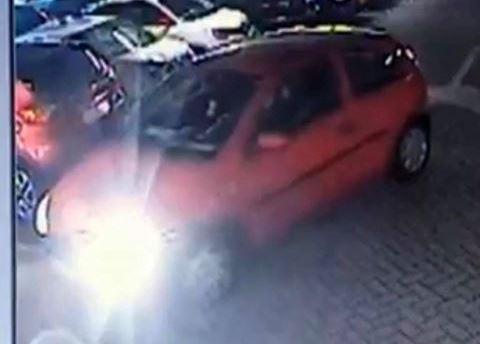 Schade auto in parkeergarage: bestuurder gezocht