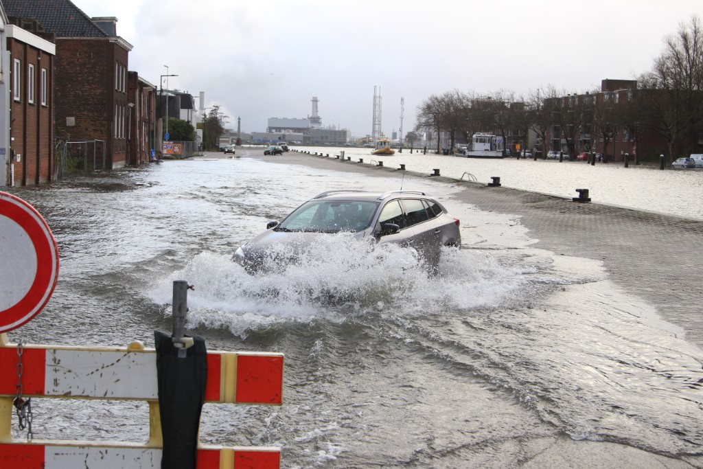 Vlaardingen sluit weer kades vanwege hoogwater