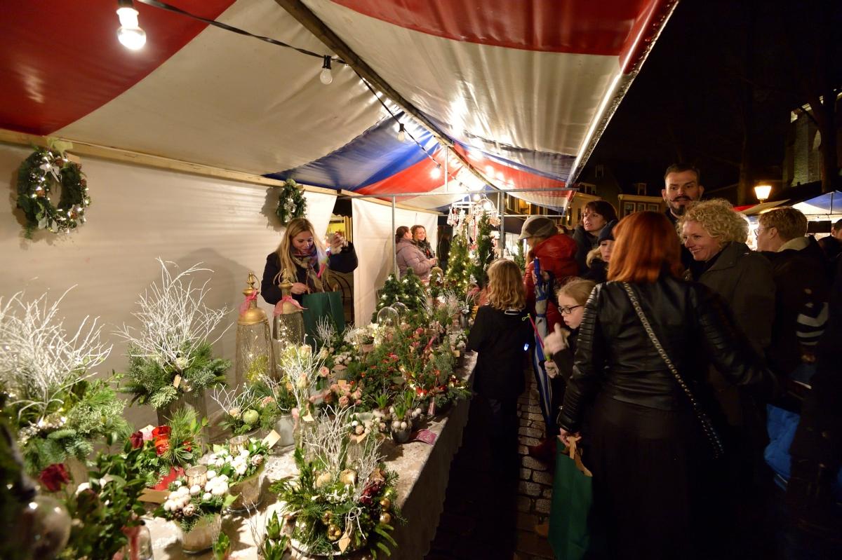 Wind speelt kerstmarkt Vlaardingen parten