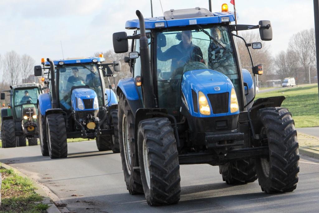 Boeren door Vlaardingen onderweg naar Den Haag