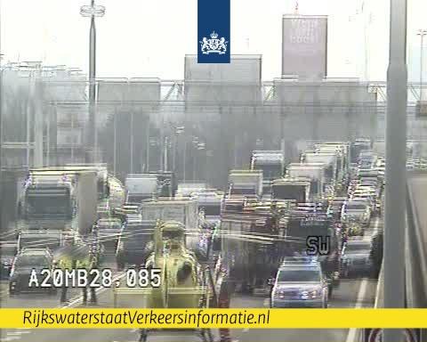 A20 bij Rotterdam dicht na ongeluk