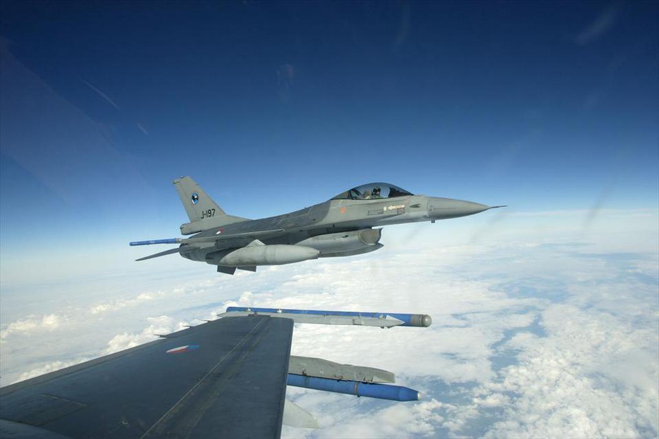 F-16's boven Vlaardingen