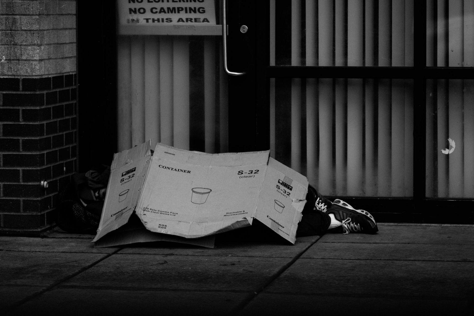 Tijdelijke noodopvang daklozen in sporthal Westwijk