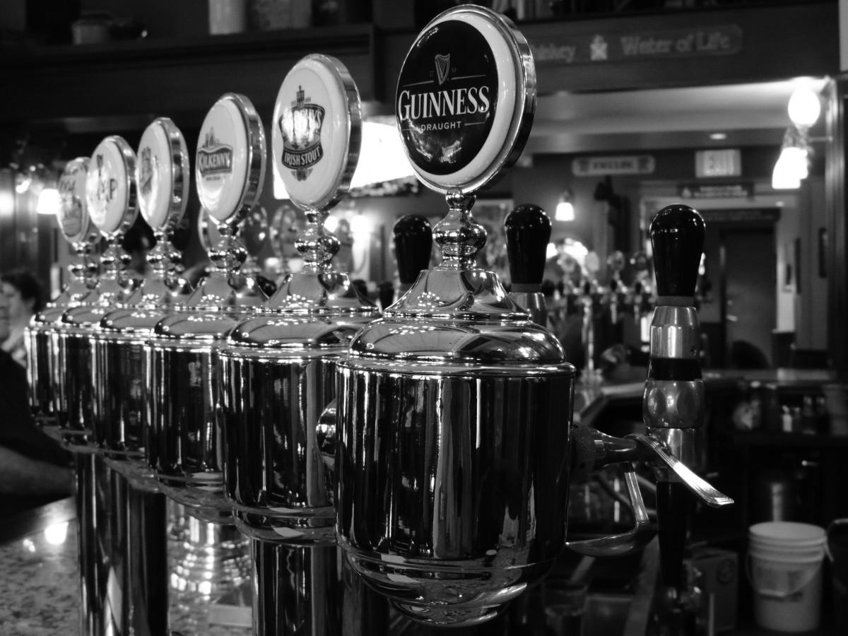 Horeca weer open, burgemeesters tappen eerste biertjes