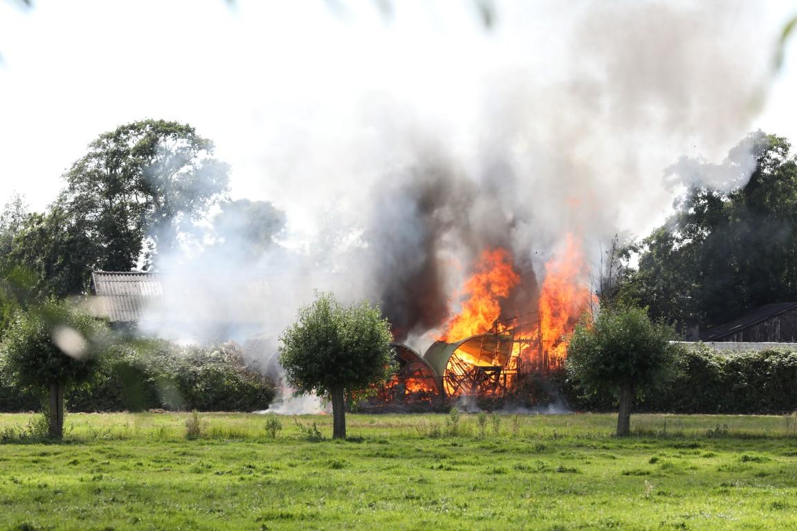 Brand in buitengebied tussen Vlaardingen en Schipluiden