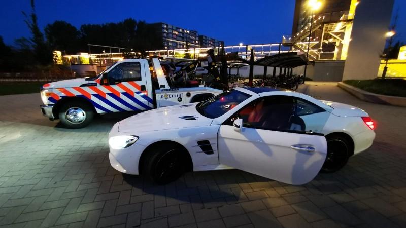 Politie neemt 600.000 euro, vuurwapens en huizen in beslag