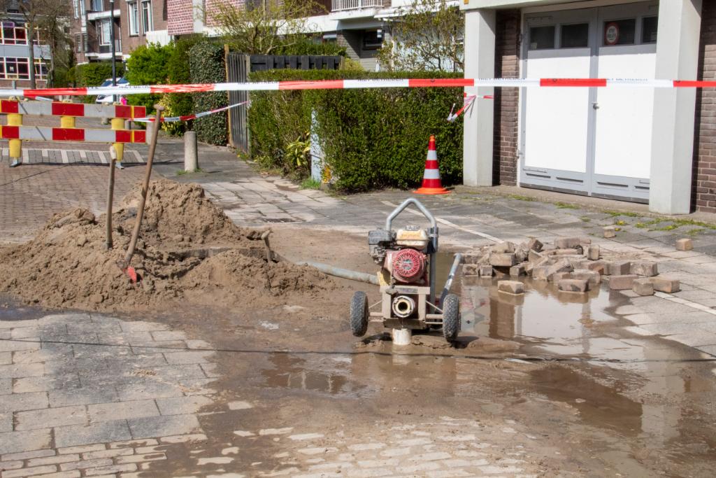 Gesprongen waterleiding zet straat blank
