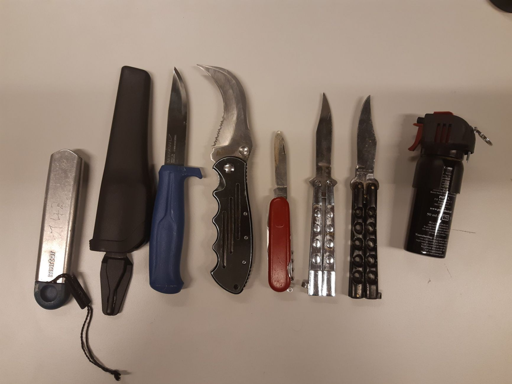 Politie vindt weer veel messen tijdens fouilleeractie