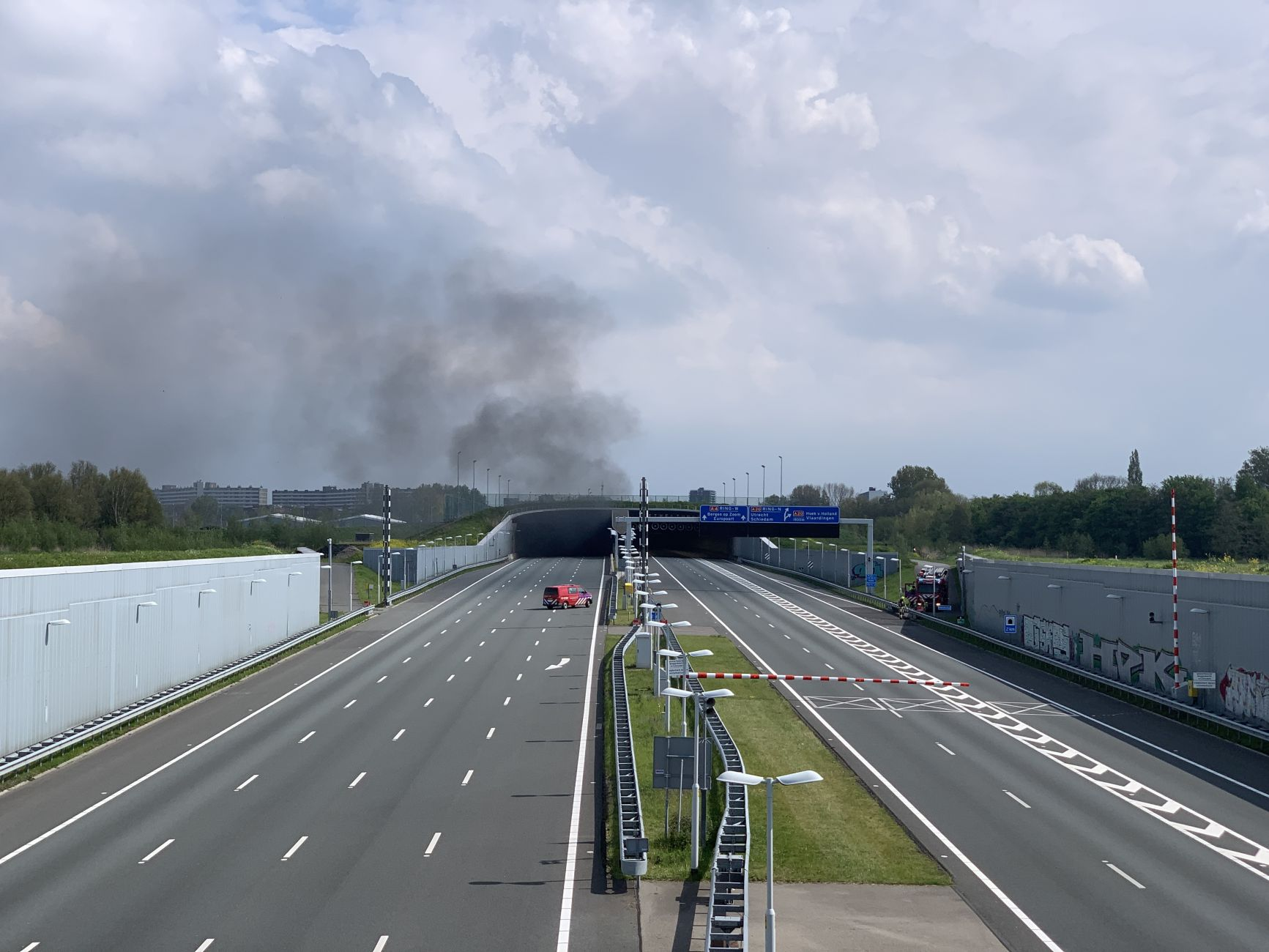 Auto in brand in de Ketheltunnel