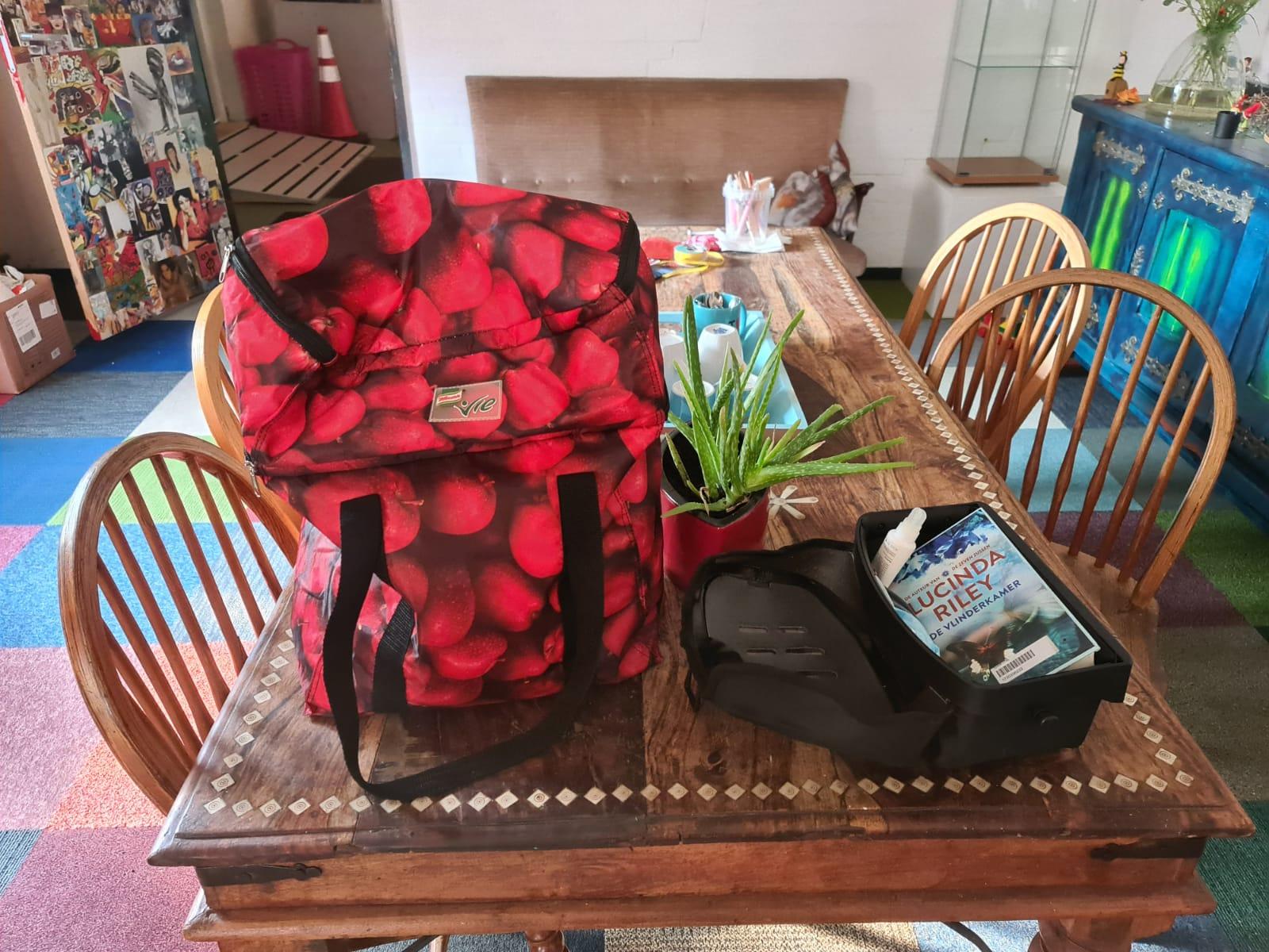 Tas met zwemspullen en boek gevonden