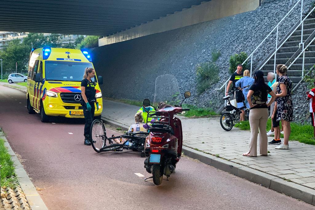 Twee fietsers gewond bij aanrijding op grens Vlaardingen en Schiedam