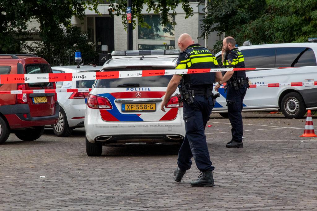 Politie schiet man in been op Maasboulevard