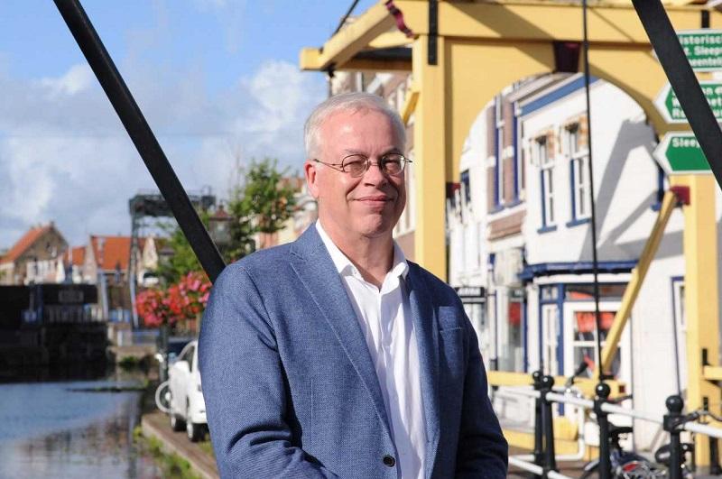 Wethouder Gerard van der Wees legt functie neer