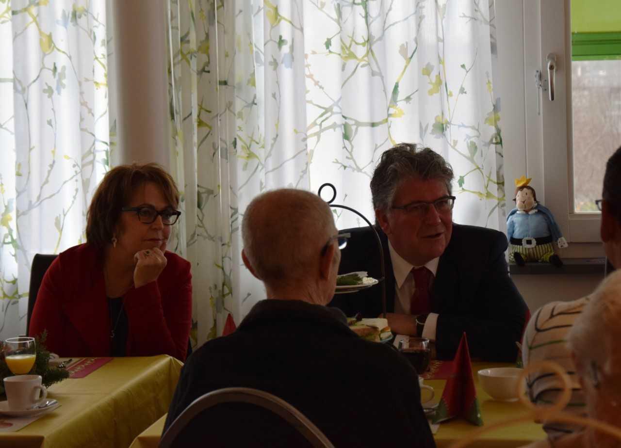 Burgemeester woont 'Kerst high-tea bij in De Tweemaster