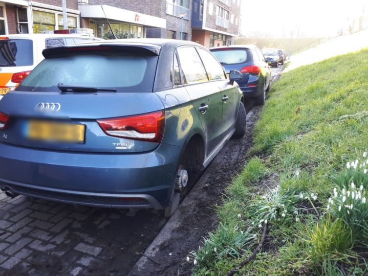 Politie zoekt getuigen diefstal achterwiel Audi