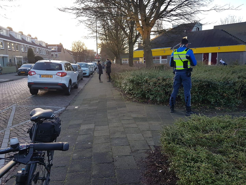 Controle op parkeren rond scholen aan Dennendal