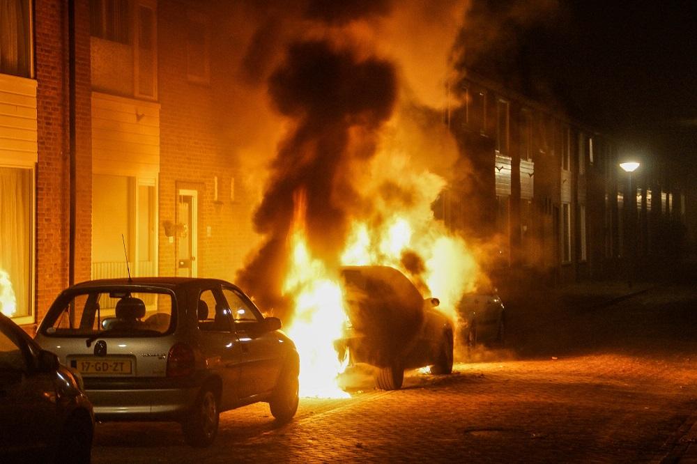 Auto volledig uitgebrand aan Jacob Catsstraat
