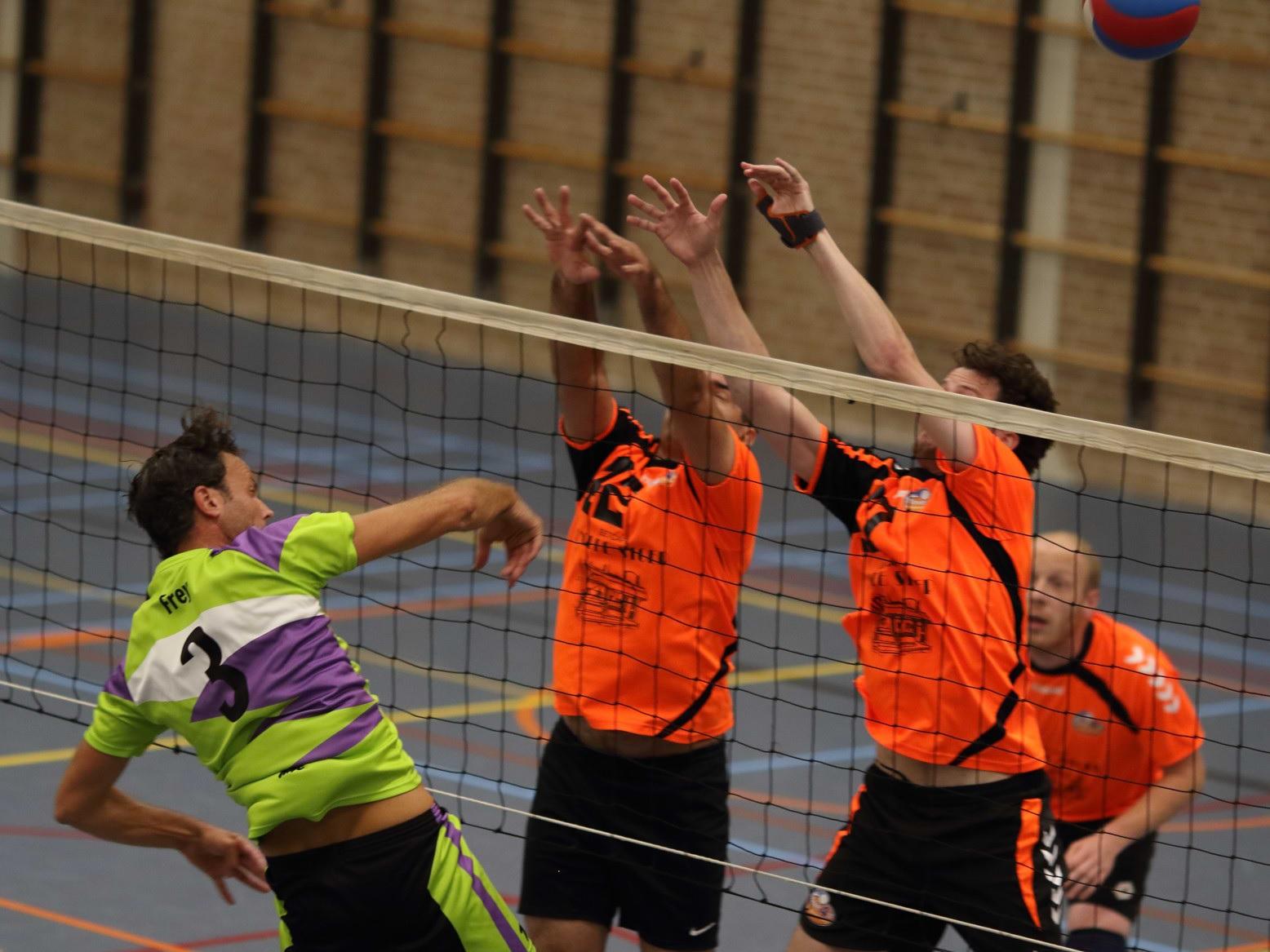 MVC en Volley Voorne aan elkaar gewaagd