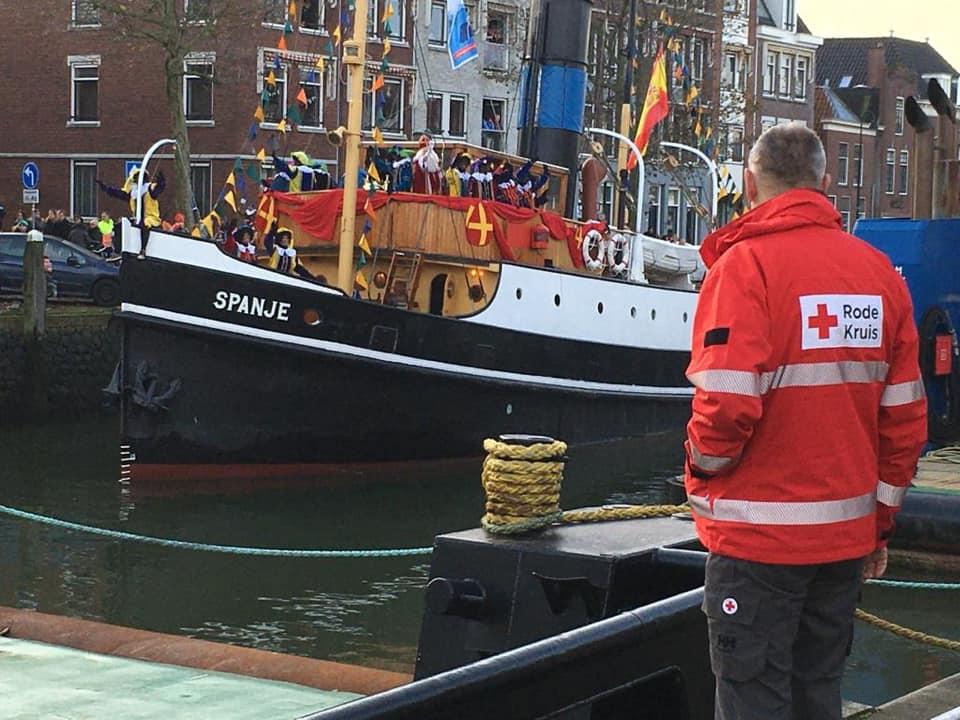 Rode Kruis helpt Sinterklaas een handje