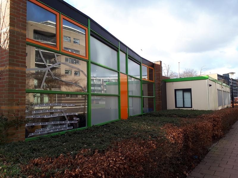 Ruiten vernield bij twee basisscholen in Maassluis