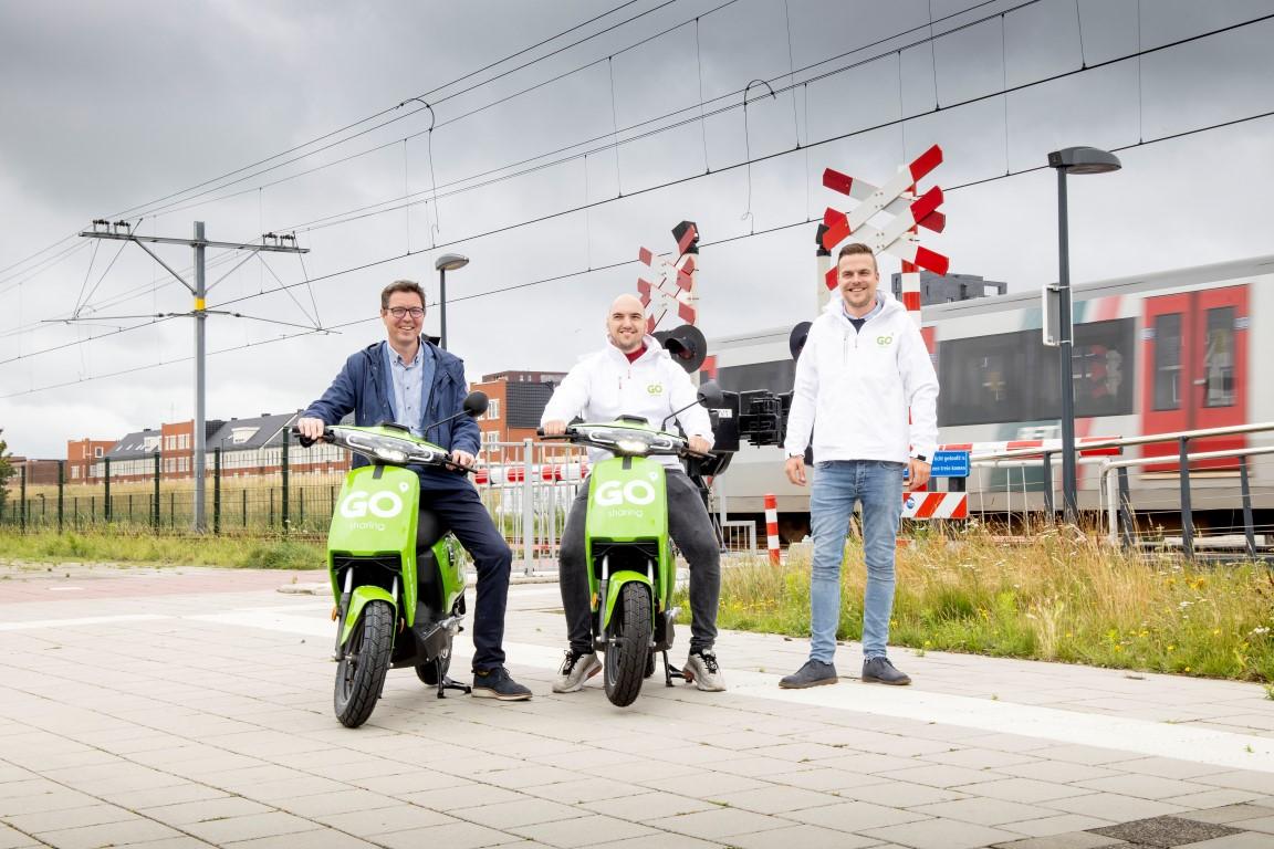 CDA: 'Willekeurig geparkeerde deelscooters belemmeren wandelaars'