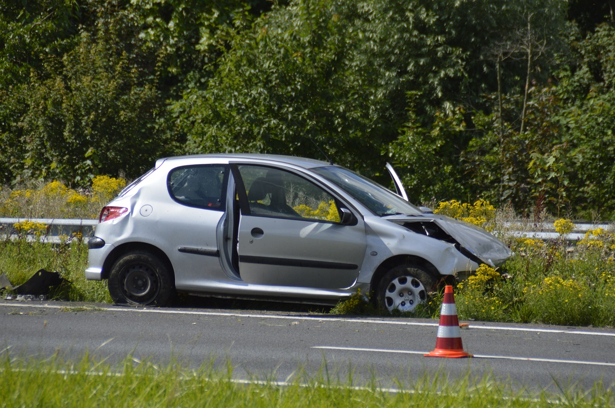 Gewonde en veel schade bij ongeluk op A20