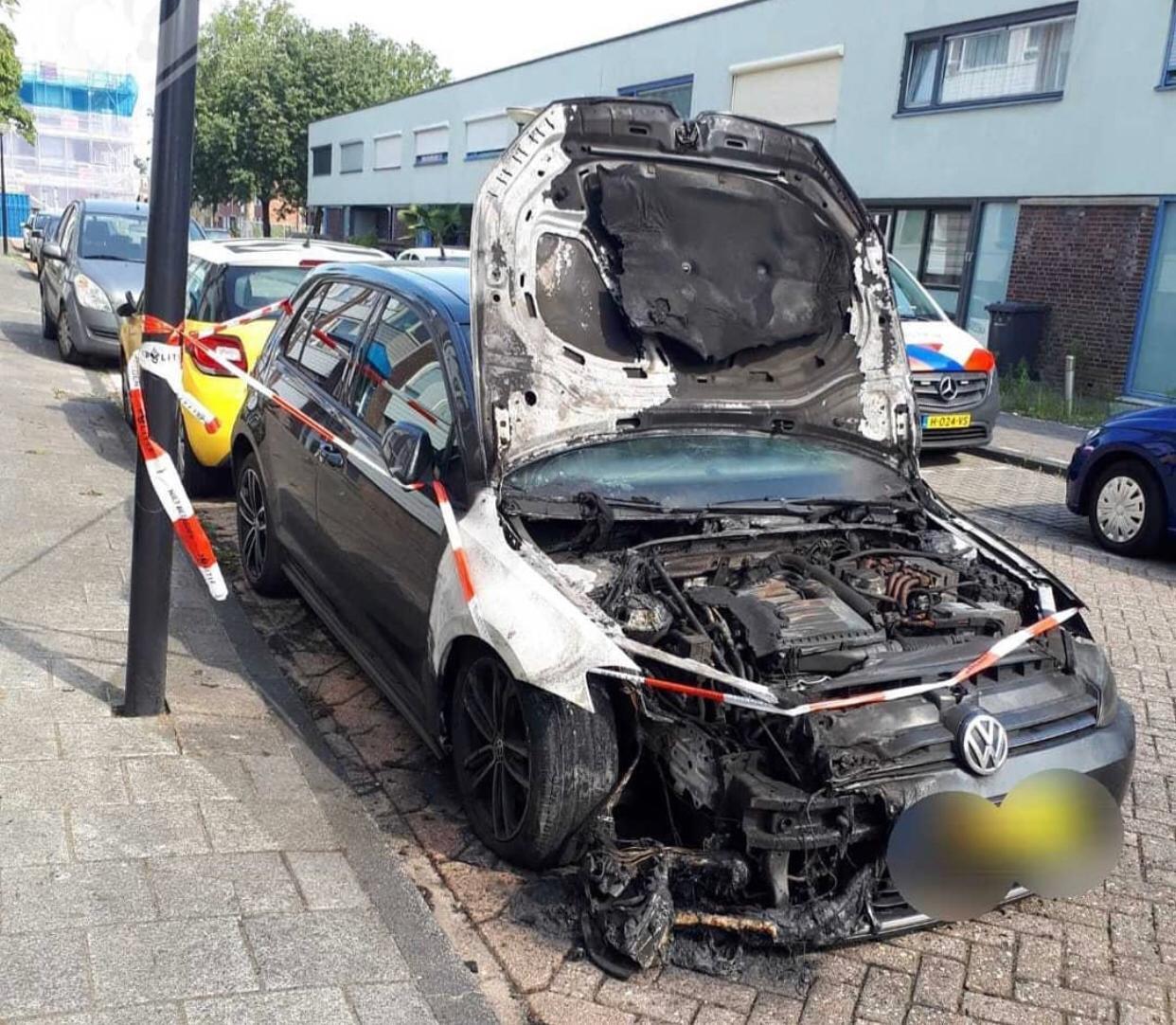 Auto uitgebrand aan de Van Lennepstraat